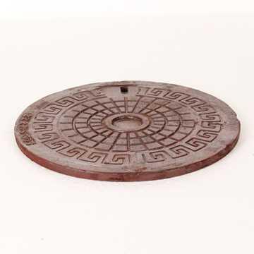 Rørbrønddæksel 260 mm til 275 mm rørbrøndkarm. Belastningsklasse A15 = 1,5t. Vægt 3 kg.