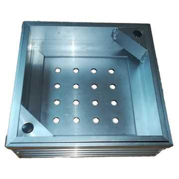 Brønddæksel i aluminium med udv. mål 200 x 200 mm. Til udendørs anvendelse med max belægningshøjde 6