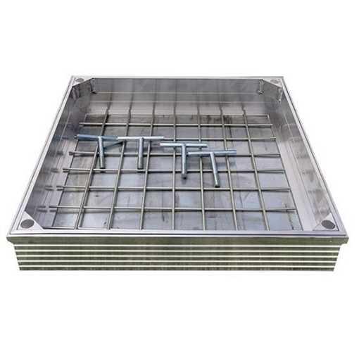 Brønddæksel i aluminium med udv. mål 600 x 600 mm. Til udendørs anvendelse med max belægningshøjde 8