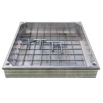 Brønddæksel i aluminium med udv. mål 400 x 400 mm. Til udendørs anvendelse med max belægningshøjde 8